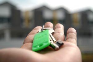 מפתחות לבית על יד